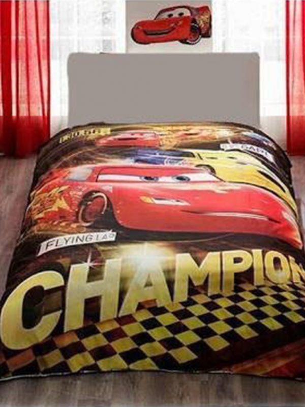 Disney Cars lisanslı çocuk yatak örtüsü